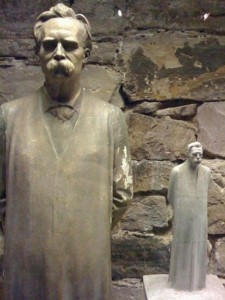 Friedrich+Nietzsche+Gravestone+art+museum