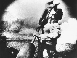 The Little Colonel (actor Henry B. Walthall) spikes a Union cannon with the Confederate battle flag