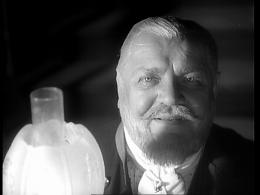 Heinrich George as Colonel Leopold von Schwarze