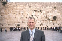 """Louis Aliot again, a photo circulating online that """"documents"""" his visit to Israel. At least they tried to slightly change his tie. However his left arm is still cut off. This earliest posting of this photo I found was at http://www.jewpop.com/a-la-une/le-presque-voyage-de-louis-aliot-en-israel/"""