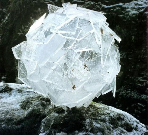 goldsworthy-ice_ball_2